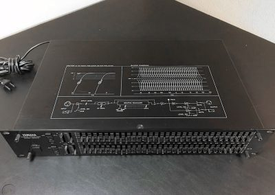 Yamaha Q2031 graphic equalizer