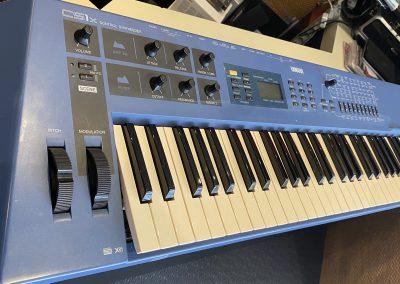 Yamaha CS-1 Synth.